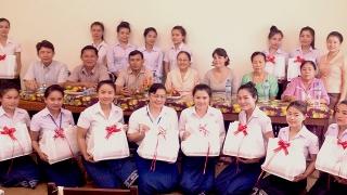 La première promotion de l'Ecole Nationale de sages-femmes du Laos
